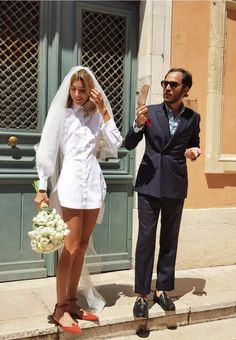 Lolita Jacobs with shirt dress and other original brides that broke the norm - Schuhe - Wedding Civil Wedding, Wedding Bride, Wedding Dresses, Vogue Wedding, Look Fashion, Trendy Fashion, Costumes Assortis, Perfect Wedding, Dream Wedding