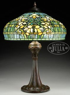 TIFFANY STUDIOS DAFFODIL TABLE LAMP.                                                                                                                                                                                 More