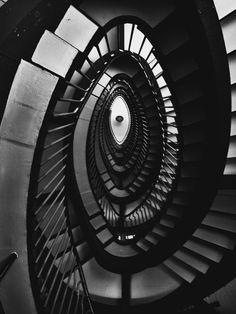 MOVIMENTO RAZIONALISTA: Scale a La Rinascente, Roma (1957-61) - Franco Albini.
