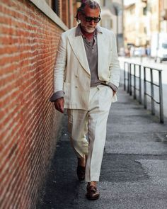 """Alessandro Squarzi on Instagram: """"Yesterday 1st day of Pitti. Catch me if you can! @pittimmagine @al.photographers"""" Old Man Fashion, Mens Fashion, White Trousers, Gentleman Style, International Fashion, Italian Style, Menswear, Street Style, Style Inspiration"""