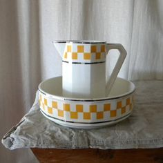 French vintage wash bowl and pitcher retro decor