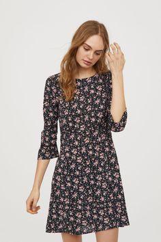 Crêppad klänning - Svart/Rosablommig - DAM | H&M SE 2