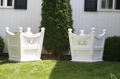 The Castleton House Versailles Equestrian Planter Boxes. So cute with the bits on the front. Equestrian Decor, Equestrian Style, Equestrian Fashion, Horse Crafts, Wood Crafts, Planter Boxes, Planters, Farm Landscaping, Tack Trunk