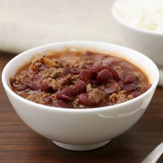 Chili Coca Cola - This recipe should probably be called cocoa cola chili with its hint of chocolate added to the savory blend. Want a richer flavor? Let it simmer longer. Slow Cooker Chili, Slow Cooker Recipes, Crockpot Recipes, Crockpot Dishes, Zone Recipes, Keto Recipes, Healthy Recipes, Sauce Recipes, Healthy Cooking