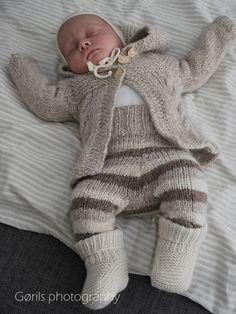 Et etterspurt ullsett | Woolspire Knitting For Kids, Baby Knitting, Knitted Baby, Baby Needs, Knitting Designs, Mittens, Little Ones, Pullover, Hand Crafts