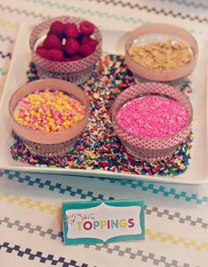 Sprinkle Baby Shower: DIY CUPCAKE BAR Love the sprinkles on the plate