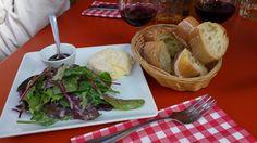 Nice, ripe Saint-Marcellin, even if the condiments and wine recommendation were wrong! / Un très bon Saint-Marcellin, malgré des condiments et une réco de vin qui n'étaient pas corrects !
