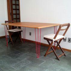 Minha mesa de jantar com pés de ferro (hairpin) pintados de vermelho com colorgin