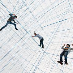 O coletivo Numen/For Use, formado por integrantes croatas e austríacos, usou a lógica interna de estruturas infláveis para desenhar um labirinto em três dimensões, um brinquedo para escalar.