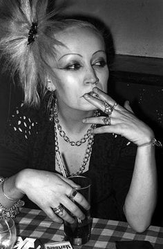 At Blitz club Bleached Eyebrows, Thin Eyebrows, 80s Punk, Punk Goth, Blitz Kids, Youth Subcultures, Stranger Things Steve, New Romantics, Club Kids
