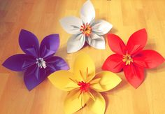 Simple DIY Hawaiian Flowers made from paper