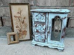 I'm going to try this to my old jewlery box, and give it the Tiffany Blue Vintage Wooden look