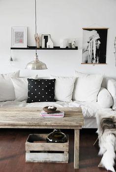 Comfy black and white living room Living Room Carpet, Home Living Room, Apartment Living, Living Room Decor, Living Spaces, Black And White Living Room, Piece A Vivre, Deco Design, Interior Exterior