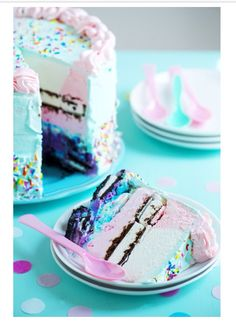 We always make ice cream cakes for birthdays-- may need to try THIS twist next time--
