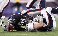 Brady, Patriots bring Tebow back down to Earth