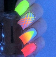 Stripes and shapes in gradient glow in the dark nail polish. Coat your nails with striking striped gradient along with an oval shaped gradient to contrast the full gradient polish on the rest of the nails. Dark Nail Art, Neon Nail Art, Dark Nail Polish, Dark Nails, Gel Polish, Cute Nail Art Designs, Neon Nail Designs, Beautiful Nail Designs, Glow Nails