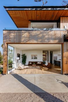 Overhanging roofs shade outdoor areas of cedar-clad Seaside Reef House Casas California, California Homes, Indoor Outdoor Living, Outdoor Areas, Australian Architecture, Modern Architecture, Amazing Architecture, Concrete Steps, Wood Siding