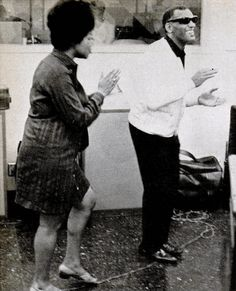 Aretha & Ray Charles rehearsing at the studios for their joint duet for a Coca-Cola commercial, 60s Music, Music Icon, Blue Company, The Blues Brothers, Columbia Records, Georgia On My Mind, Ray Charles, Aretha Franklin, Stevie Wonder