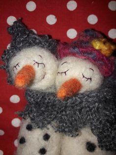 Schneemann Pärchen Filz- Weihnachten-Jahrenszeitentisch-Waldorf Geschenk-Freundin-Maskottchen- shabby art doll-geschenkidee Dekoration Ooak von LilliPomerin auf Etsy