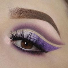 💜💜💜💜💜💜💜💜💜💜💜💜 @molliexjayne lines with our waterproof clay pot #shadowliner in white!✨ #naturalartistry #eyelovetarte