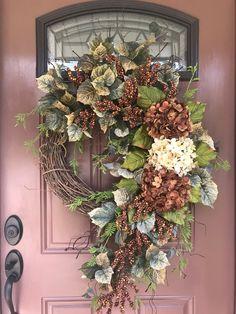 45 Charming Handmade Floral Spring Wreath Designs To Refresh Your Front Door Thanksgiving Wreaths, Autumn Wreaths, Christmas Wreaths, Hydrangea Wreath, Floral Wreath, Wreaths And Garlands, Grapevine Wreath, Door Wreath, Summer Wreath
