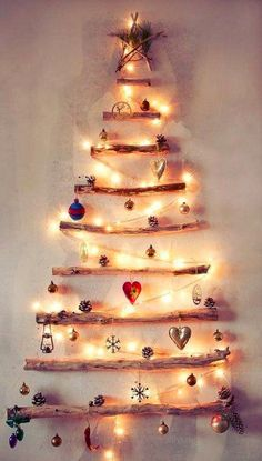 Celebrate an eco-friendly Christmas this year. Seek out an alternative Christmas tree, make crafts. Here are some creative eco-friendly Christmas trees. Alternative Christmas Tree, Diy Christmas Tree, Winter Christmas, All Things Christmas, Christmas Holidays, Merry Christmas, Simple Christmas, Holiday Tree, Bohemian Christmas