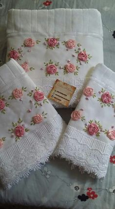 Wonderful Ribbon Embroidery Flowers by Hand Ideas. Enchanting Ribbon Embroidery Flowers by Hand Ideas. Silk Ribbon Embroidery, Hand Embroidery Designs, Embroidery Applique, Embroidery Stitches, Embroidery Patterns, Towel Crafts, Embroidered Towels, Brazilian Embroidery, Linens And Lace