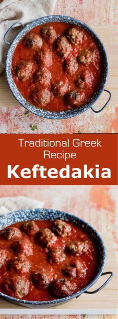 (κεφτεδακια) are deliciously spiced traditional Greek small meatballs, that are fried and simmered in a tomato sauce.Keftedakia (κεφτεδακια) are deliciously spiced traditional Greek small meatballs, that are fried and simmered in a tomato sauce. Seafood Recipes, Cooking Recipes, Healthy Recipes, Greek Food Recipes, Greek Dinners, Greek Meatballs, Greek Cooking, Sauce Tomate, Beef Recipes