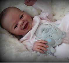 belle-reborn-doll-baby-custom-made-from-jewls-kit-by-sandy-faber. Je cherche un newborn fait entièrement de silicone doux, les yeux ouvert et de préférence un petit garçon avec le sexe sculpté.  Merci