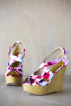 Kendall Floral Wedge | White Plum