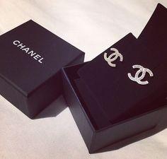#Chanel #earrings - I want Chanel earrings back  I want Chanel earrings back Chanel Earrings Classic, Chanel Stud Earrings, Chanel Ring, Bracelet Chanel, Chanel Jewelry, Jewelry Box, Fine Jewelry, Jewelery, Fashion Jewelry