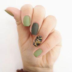 I'm Moro Queen tonight!  Co myślicie o nowych zieleniach od @semilac?… #paznokcie #manicure #hybrydy #inspiracje #nails #patamaluje #patabloguje #nailsart #glassnails www.patabloguje.pl
