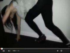Dziewczyna wraca z imprezy w serwisie www.smiesznefilmy.net tylko tutaj: http://www.smiesznefilmy.net/dziewczyna-wraca-z-imprezy #drunkgirls #girls #party