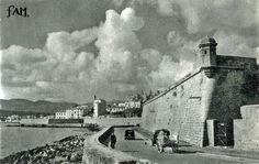 Foto de Jaume Escalas, abans de que es fes el Passeig Marítim. Baluard del Príncep i Baluard de Berard.