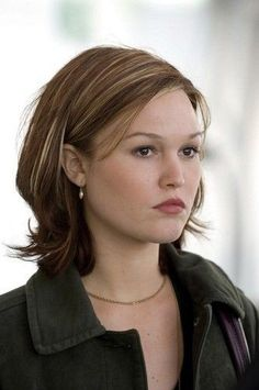 Julia Stiles her haircut love her hair! Julia Stiles Hair, Hair Day, New Hair, Medium Hair Styles, Short Hair Styles, Super Hair, Great Hair, New York City, Cool Hairstyles