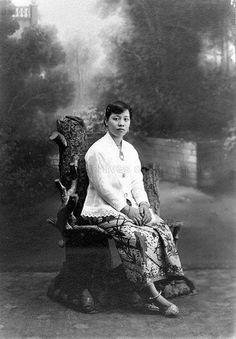 Singapore Photos, East Indies, Javanese, Easter Island, National Archives, Media Images, Kebaya, Studio Portraits, Heritage Image