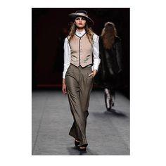 """RECAP. Ion Fiz. Musa excéntrica divina misteriosa pantera lujosa. Así es la mujer de Ion Fiz. El diseñador vasco ha celebrado sus 15 años en la moda con una colección retrospectiva bautizada como """"Eccentrica"""" que ha dividido a la Madrid Fashion Week en dos bandos en su segunda jornada: a favor y en contra de su barroquismo maximalista. #mbfw #fashionweek #lofficieles  via L'OFFICIEL SPAIN MAGAZINE INSTAGRAM -Fashion Campaigns  Haute Couture  Advertising  Editorial Photography  Magazine Cover…"""