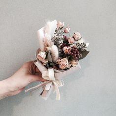 . Lesson Order Katalk ID vaness52 E-mail vanessflower@naver.com . #vanessflower #vaness #flower #florist #flowershop #handtied #flowergram #flowerlesson #flowerclass #바네스 #플라워 #바네스플라워 #플라워카페 #플로리스트 #꽃다발 #부케 #원데이클래스 #플로리스트학원 #화훼장식기능사 #플라워레슨 #플라워아카데미 #꽃수업 #꽃주문 #부케 #花 #花艺师 #花卉研究者 #花店 #花艺 . . #드라이플라워 #dryflower . . 여자친구분께 좋은 선물 되셨길