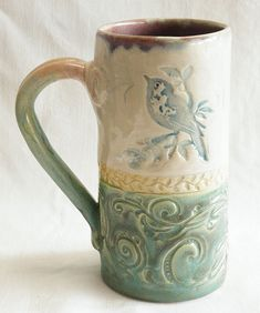 I love stoneware coffee mugs and this one is especially favorable. Check out that bird. 102 stoneware dishes coffee mugs Hand Built Pottery, Slab Pottery, Pottery Mugs, Ceramic Pottery, Ceramic Cups, Ceramic Art, Clay Mugs, Pottery Classes, Pottery Sculpture