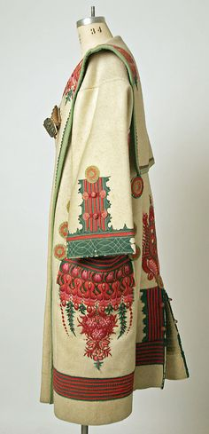Embroidery Folk Cloak Date: late century Culture: Hungarian Medium: wool - Boho Outfits, Vintage Outfits, Vintage Fashion, Historical Costume, Historical Clothing, Folklore, Folk Costume, Costumes, Hippy Chic
