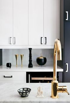 Metal mixes on faucet, cabinet hardware and accessories. Gorgeous and glamorous collaboration.