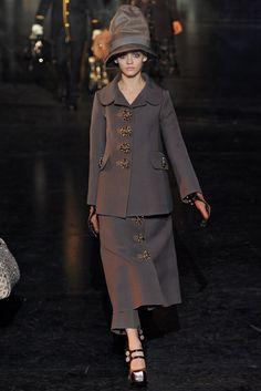 Louis Vuitton Fall 2012 Ready-to-Wear Fashion Show - Ginta Lapina (Women)