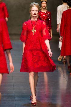Dolce-Gabbana-Fall-Winter-2013-2014-Milán-Red-2.jpg (683×1024)