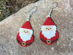 Brick Stitch Earrings, Seed Bead Earrings, Beaded Earrings, Seed Bead Patterns, Beaded Jewelry Patterns, Beading Patterns, Beaded Christmas Ornaments, Christmas Earrings, Peyote Beading