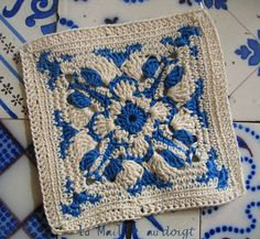 Azulejos inspired crochet. Love!