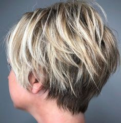 Razored Pixie With Blonde Balayage Short Shag Hairstyles, Short Layered Haircuts, Trending Hairstyles, Short Hairstyles For Women, 1940s Hairstyles, Prom Hairstyles, Stacked Haircuts, Choppy Haircuts, Teenage Hairstyles