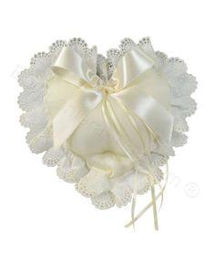 Cuscino porta fedi colore avorio a forma di cuore con pizzo #cuscino #portafedi #matrimonio #fedinuziali