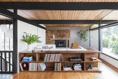Before and After: A 1950s Midcentury Gem in Seattle Is Revamped Into a Modern Stunner