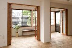 防音と物干しスペースを兼ねたサンルーム。リビングとは折戸で仕切ることができます