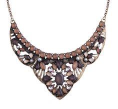 Materiale:  Collana color oro anticato ornata di pietre acriliche a forma di fiore. La gamma di colori comprende vari toni di nude.            Lunghezza:  38,5 - 40 cm      Larghezza:   max. 5 cm